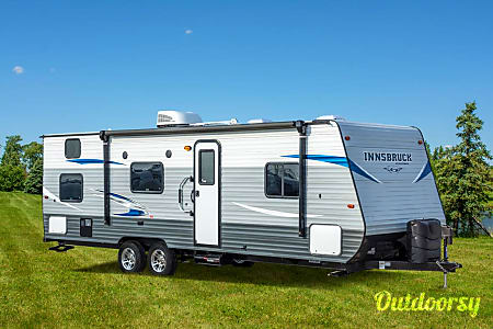 02018 Gulf Stream Lightweight & Sleeps 10!  Ypsilanti, MI