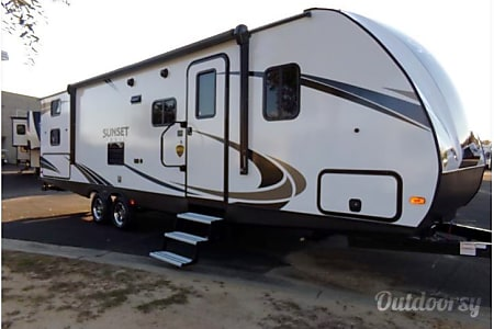 02018 Ultra Lite - Room to Breath for Whole Family, but Easy to Tow  Parker, CO