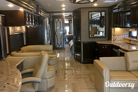 02016 Thor Motor Coach Tuscany  Santa Clarita, CA