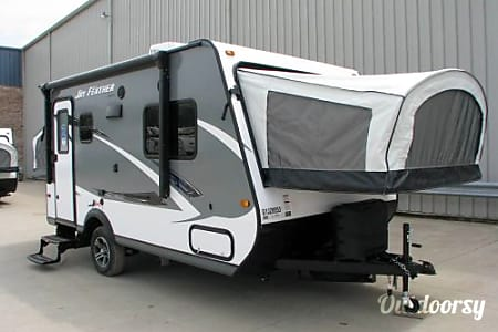 02016 Jayco Jay Feather Ultra Lite  Gardena, CA