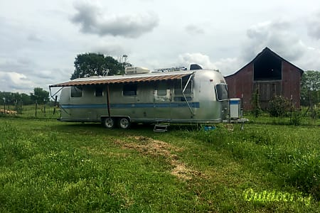 01977 Airstream International  Overland Park, KS
