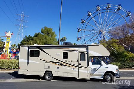 02016 Winnebago Minnie Winnie 27Q  San Diego, CA
