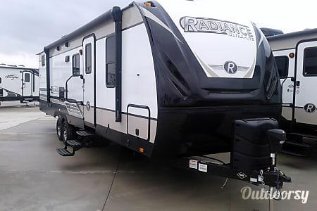 02018 Cruiser Rv Corp Radiance Ultra Lite 28QD  New Braunfels, TX