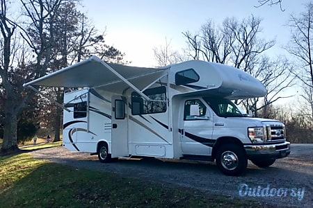 02017 Thor Motor Coach Four Winds  Elsmere, KY