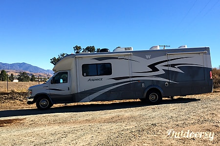 02011 Winnebago Aspect  Beaumont, CA