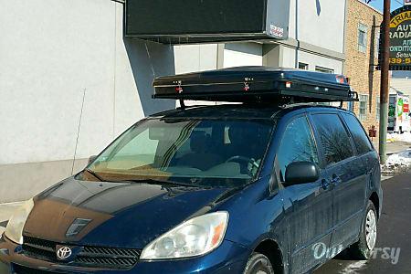 02006 Camper Minivan - Seats 5, Sleeps 4  Chicago, IL