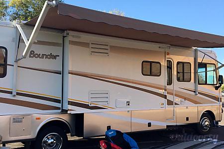 02005 Fleetwood Bounder  Gilbert, AZ