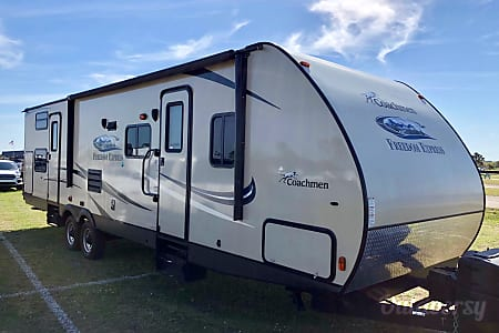 02015 Coachmen Freedom Express  Lake Worth, FL