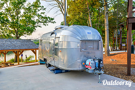 01957 Airstream Caravanner  Nashville, TN