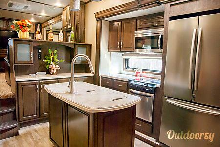 02017 Grand Design Solitude 375RES-R  Stafford, TX