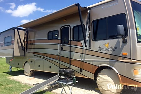 0'The Mooney Family FUN FORCER!'  Like New Class A, Less Than 30K Miles!!!!  Huntsville, TX