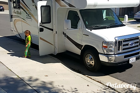 02015 Thor Motor Coach Four Winds  Temecula, CA
