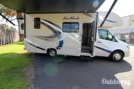 02018 Thor Motor Coach Four Winds  Canyon Lake, CA
