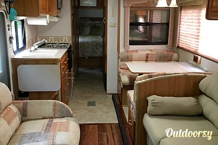 02000 Coachmen Catalina 34' Sleeps up to 9  Westerville, OH