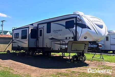 02017 Coachmen Chaparral  New Paris, PA
