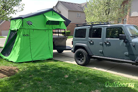 02017 CVT Trailer and Roof Top Tent  Shelby Township, MI