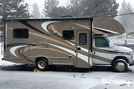 02016 Thor Motor Coach Four Winds  Nevada City, CA