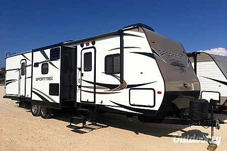 02016 SportTrek ST320VIK Bunkhouse & Campfire Cafe  Round Rock, TX