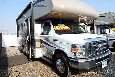 02015 Thor Motor Coach Four Winds  Madera, CA