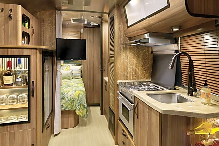 2018 Airstream - Tommy Bahama Edition