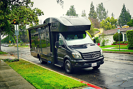 2017 Mercedes Black Panther Winnebago View 24J