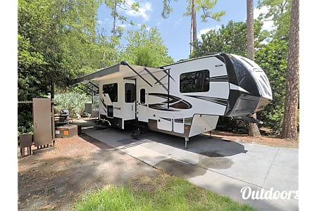 0Fort Wilderness Free Delivery & Setup!!! 2017 Luxury Toy Hauler (Golf Cart Option)  Ocoee, FL