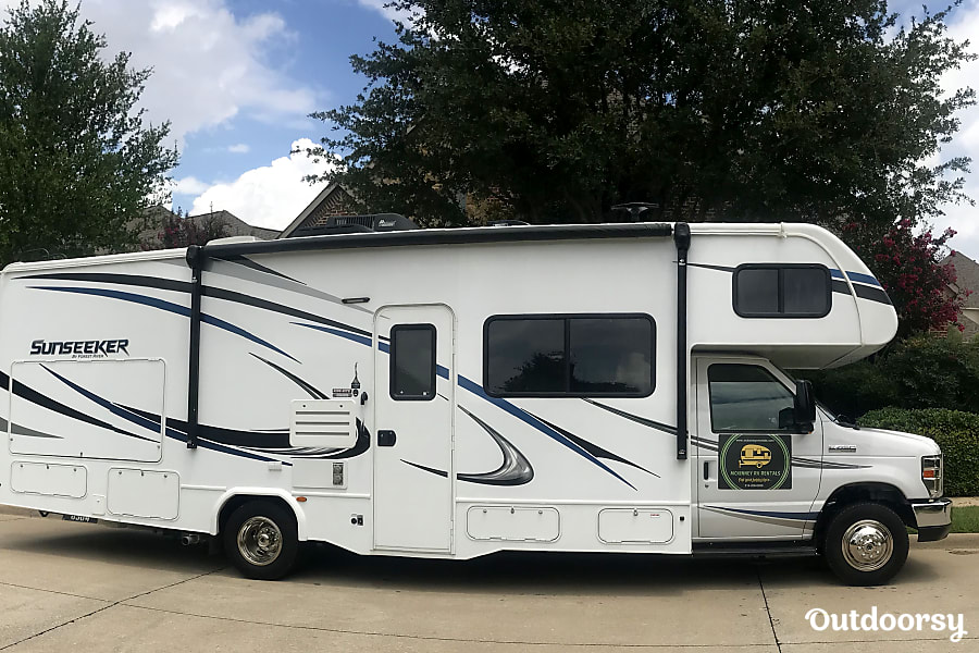 exterior 2018 Forest River Sunseeker 28 ft. (Short trip only RV Rental Unit) Celina, TX