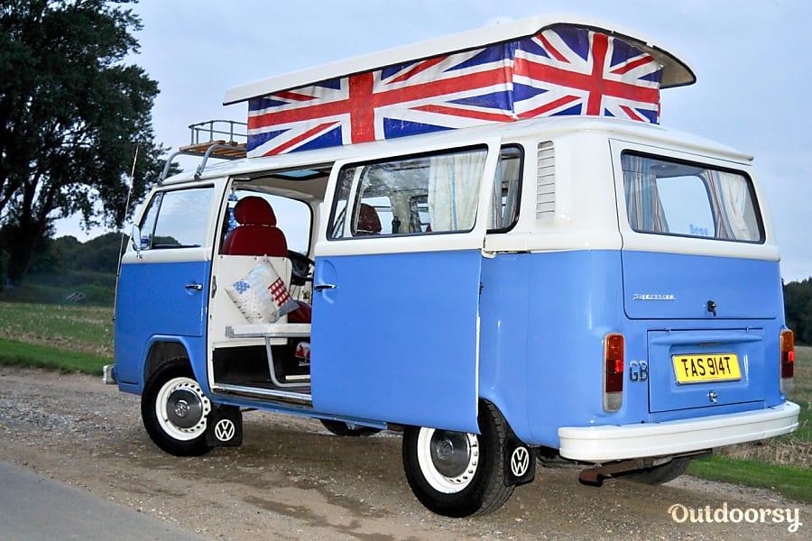 campervan rentals in London - beau with pop top raised