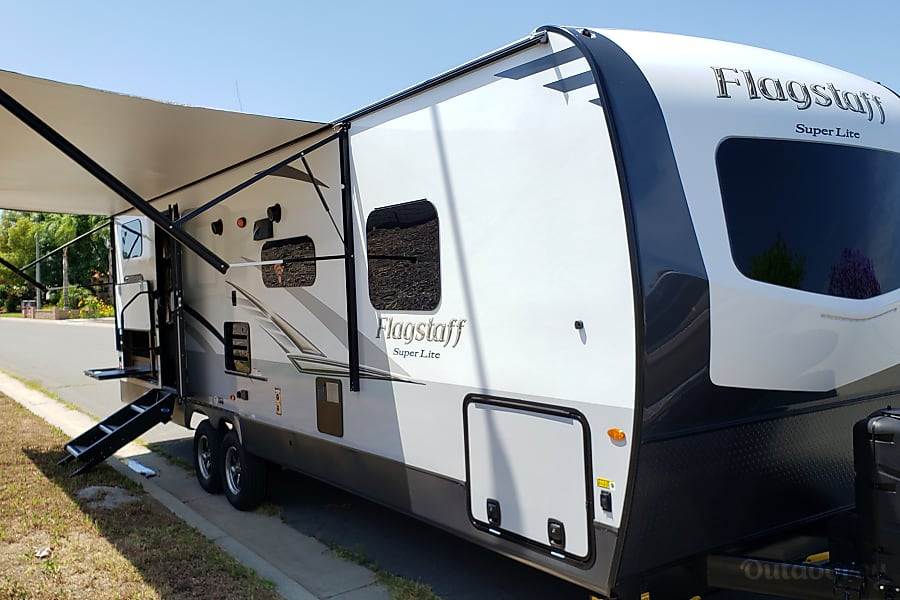 exterior Spacious 2019 Spacious bunk house and separate bedroom/ 4 full beds and full shower Corona, CA