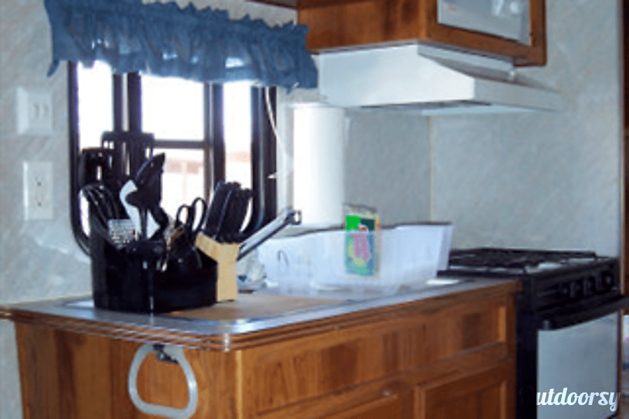 Layton Camp Trailer Huachuca City, Arizona Kitchen