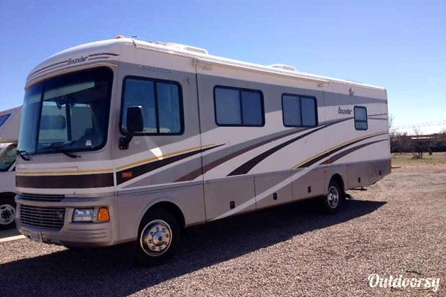 Exterior Fleetwood Bounder 32' ($120 - $108 per day) w/ Slideout DISCOUNTED in Whetstone, AZ