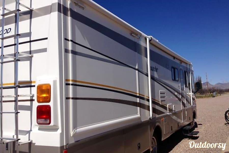 exterior Fleetwood Bounder 32' ($120 - $108 per day) w/ Slideout  DISCOUNTED Whetstone, AZ