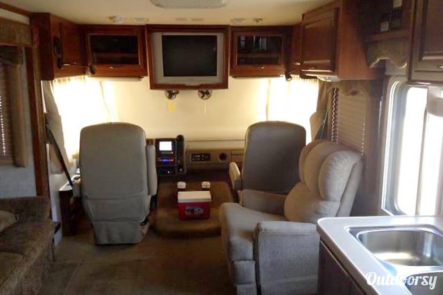 interior Fleetwood Bounder 32' ($120 - $108 per day) w/ Slideout  DISCOUNTED Whetstone, AZ