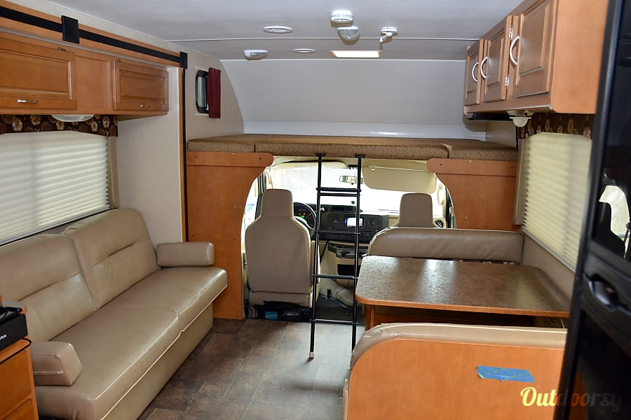 2015, PRISTINE condition, sleeps 10 but perfect for a couple, 2 slide-outs. San Diego, CA