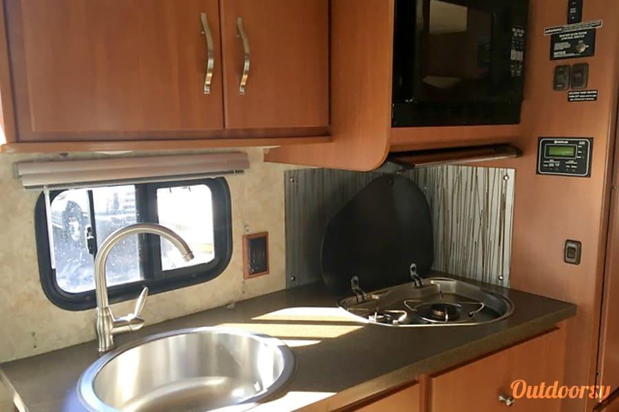 Itasca Navion 24J 2011 El Cajon, CA