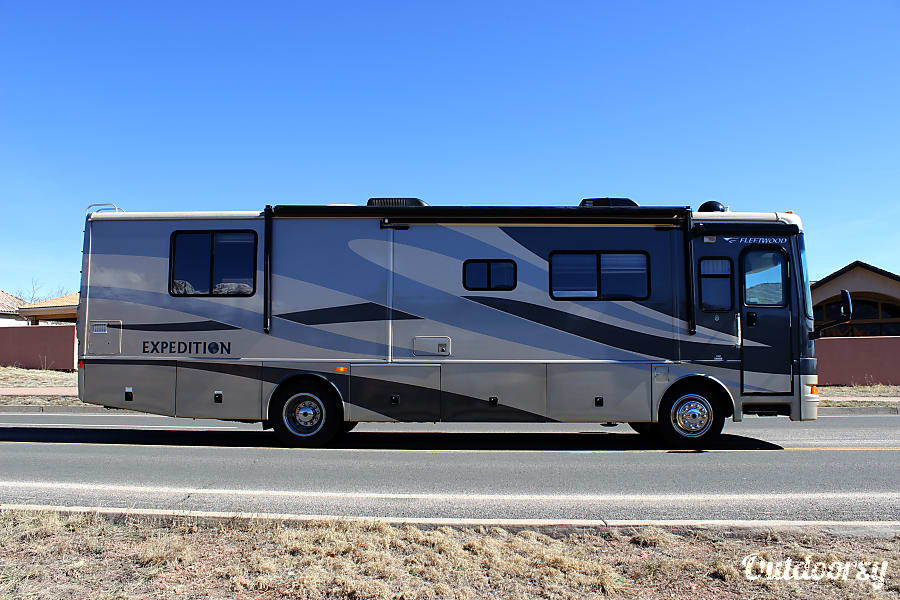 Fleetwood Expedition Luxury Diesel w/ 3 slides - AZ Mesa, AZ