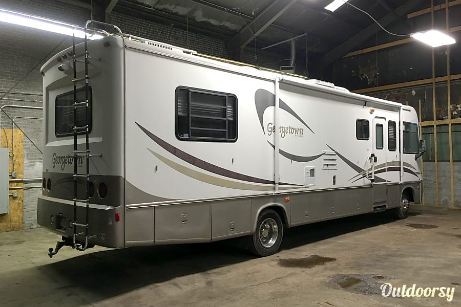 32ft GEORGETOWN by Forest River. DELIVERY AND SET-UP AVAILABLE. Columbus, OH