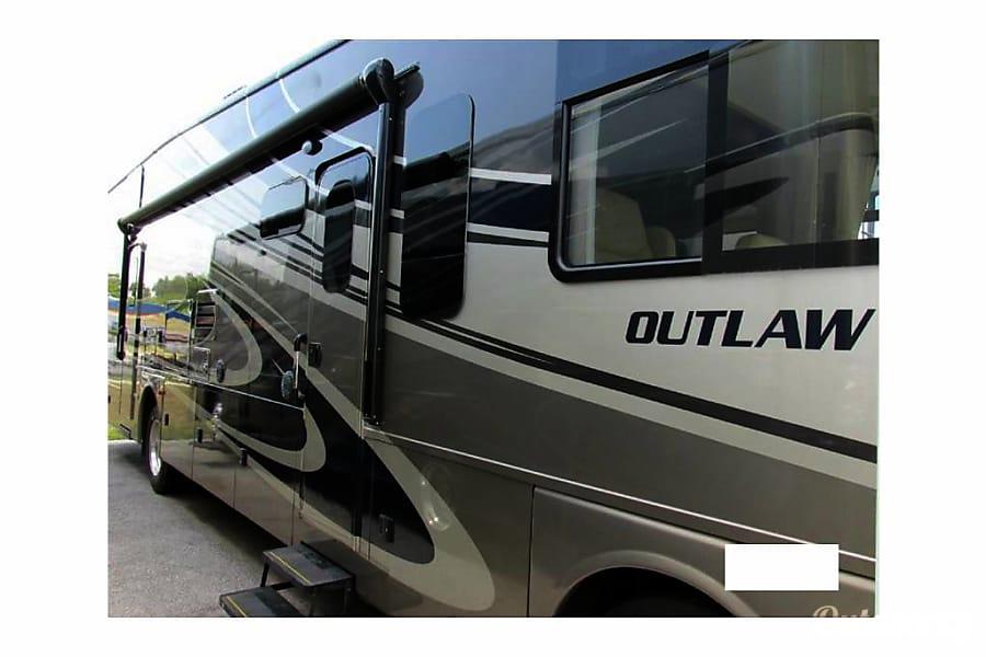 2015 Thor Motor Coach Outlaw 37LS El Cajon, CA