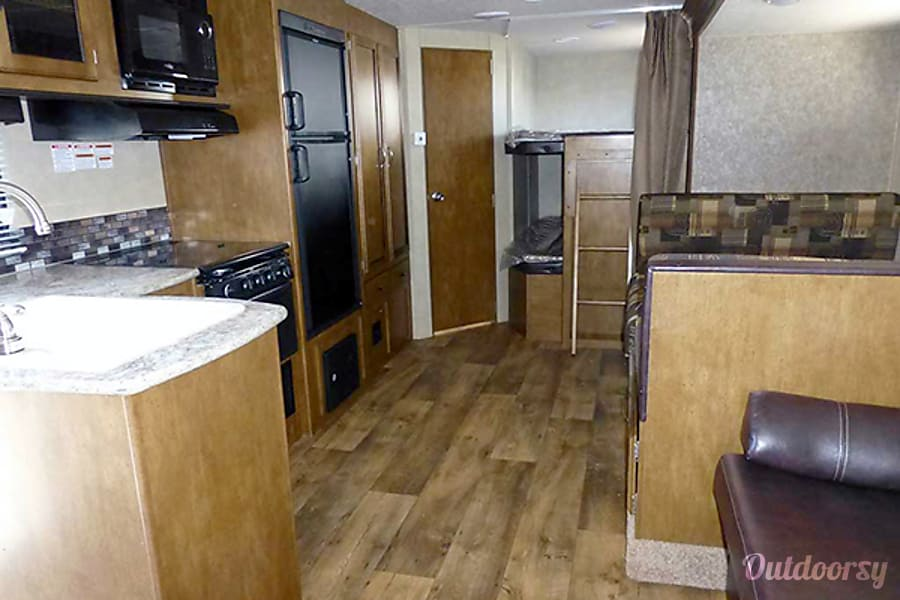 26' Wildwood Travel Trailer w/Bunk Beds/Slide-Out (T17) San Marcos, CA