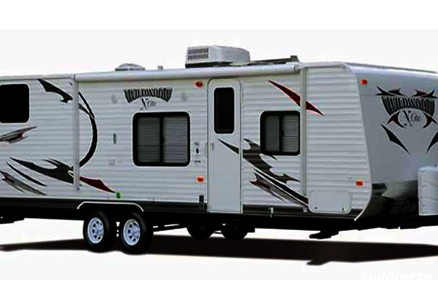 28' Wildwood Travel Trailer Quad Bunk Beds & Slide-Out (T10) San Marcos, CA