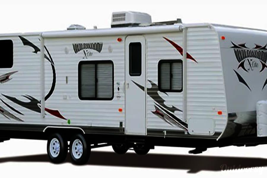 exterior 18' Wildwood Travel Trailer With Bunk Beds (T1) San Marcos, CA