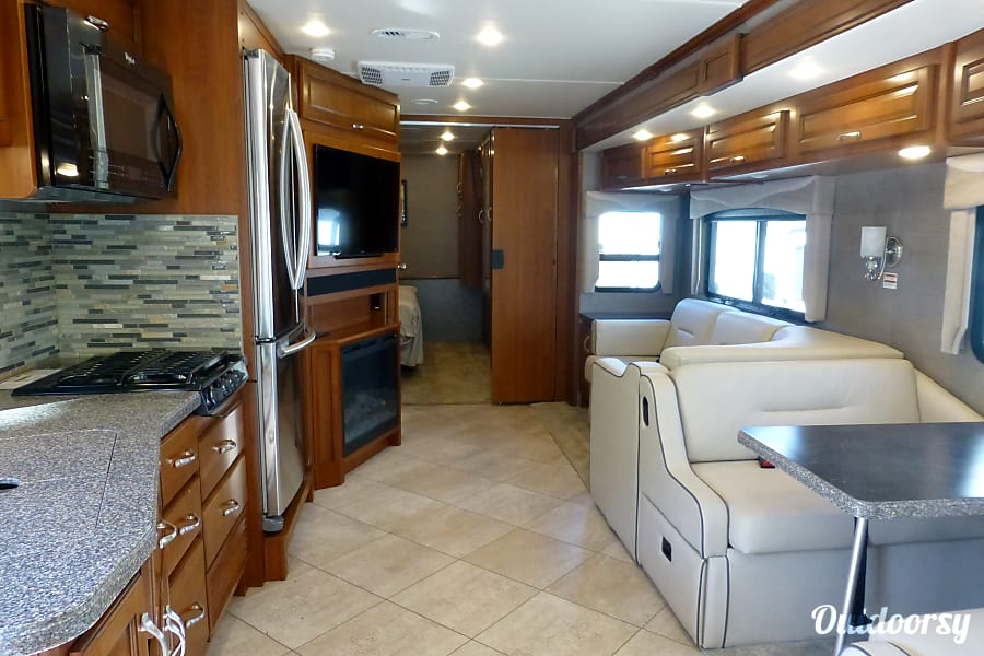 33' Fleetwood Bounder With Dual Slide-Outs (49) San Marcos, CA