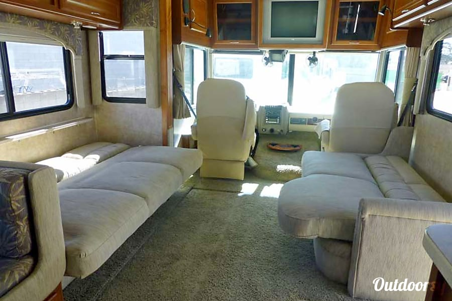 34' Fleetwood Bounder With Dual Slide-Outs (36) San Marcos, CA