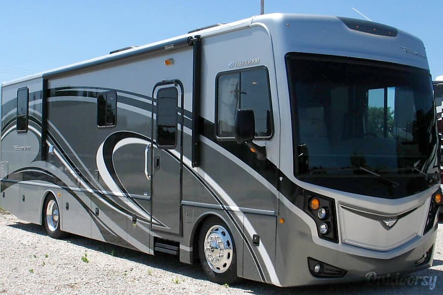 2013 Fleetwood Excursion Motor Home Class A Rental In San