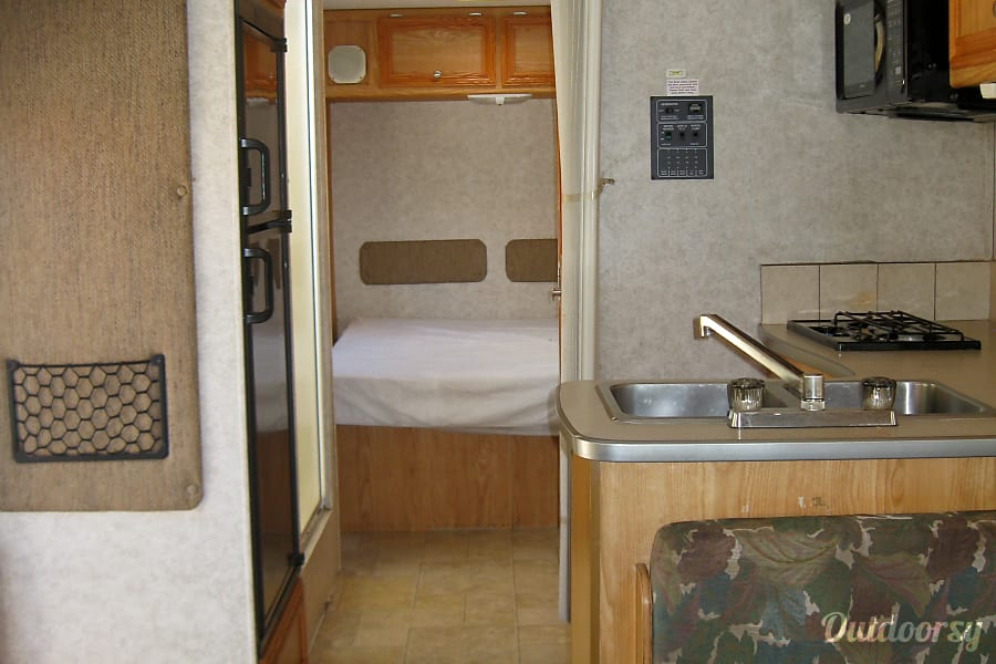 2007 Fleetwood Yellowstone Motor Home Class C Rental In
