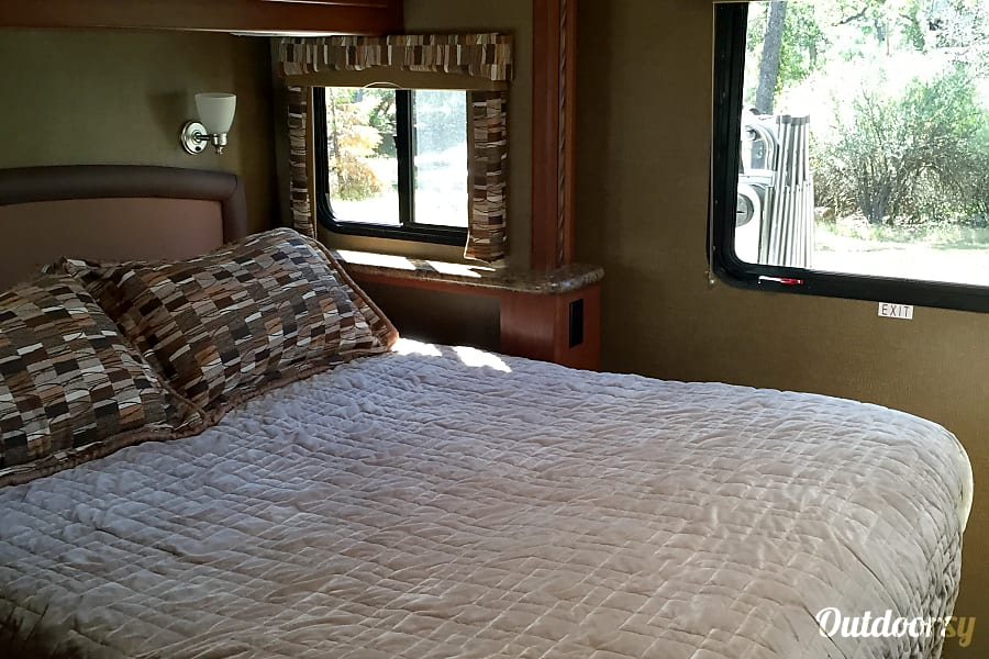 2016 Thor Motor Coach Chateau Oakhurst, CA Queen Bed with Windows on Each Side