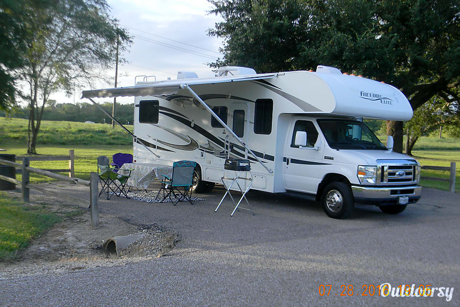 2012 Thor Freedom Elite 26 E Motor Home Class C Rental In