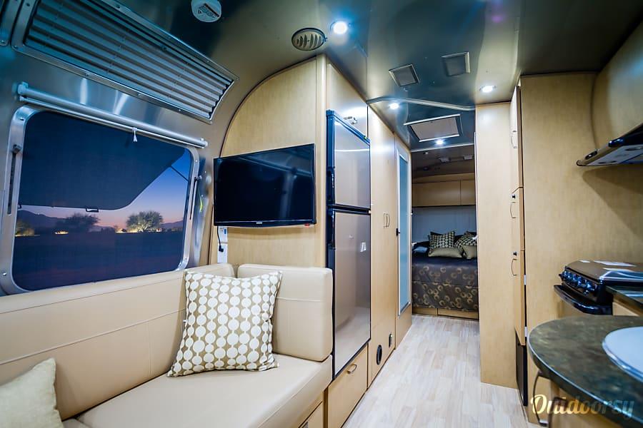 2016 Airstream Flying Cloud 27FB Indio, CA