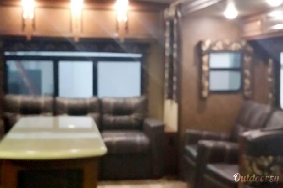 interior 2015 Trident Skyline 326RL Parker, CO