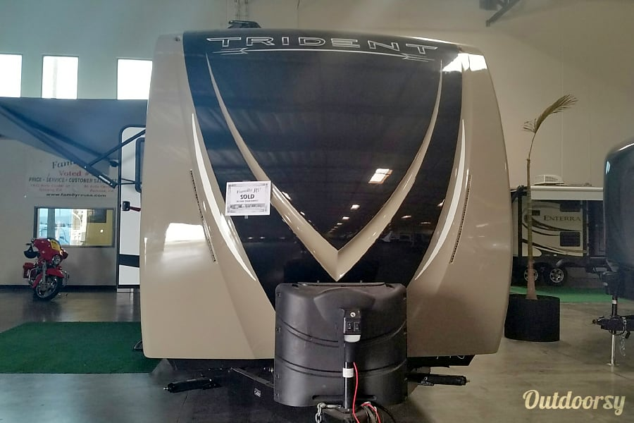 exterior 2015 Trident Skyline 326RL Parker, CO